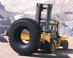 infrastructures le tirehand pour manipuler les tr s gros pneus. Black Bedroom Furniture Sets. Home Design Ideas
